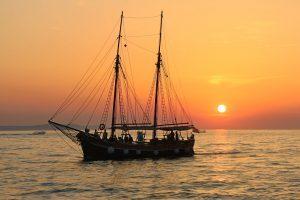 pirateboatsunset-300x200-1.jpg